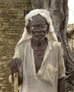 Old_man_near_Jaura,_M.P.,_India